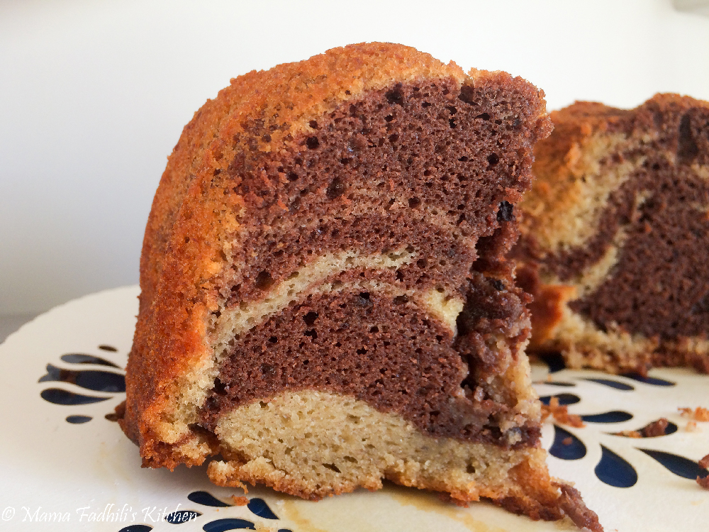 Banana cake with chocolate